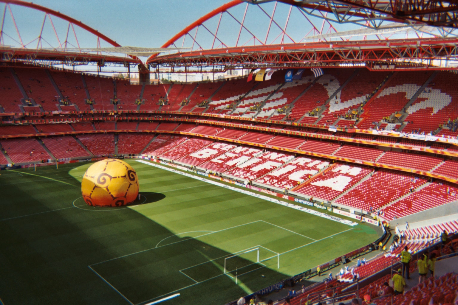 Benfica x estoril na liga nos 6 0 for Piso 0 estadio da luz